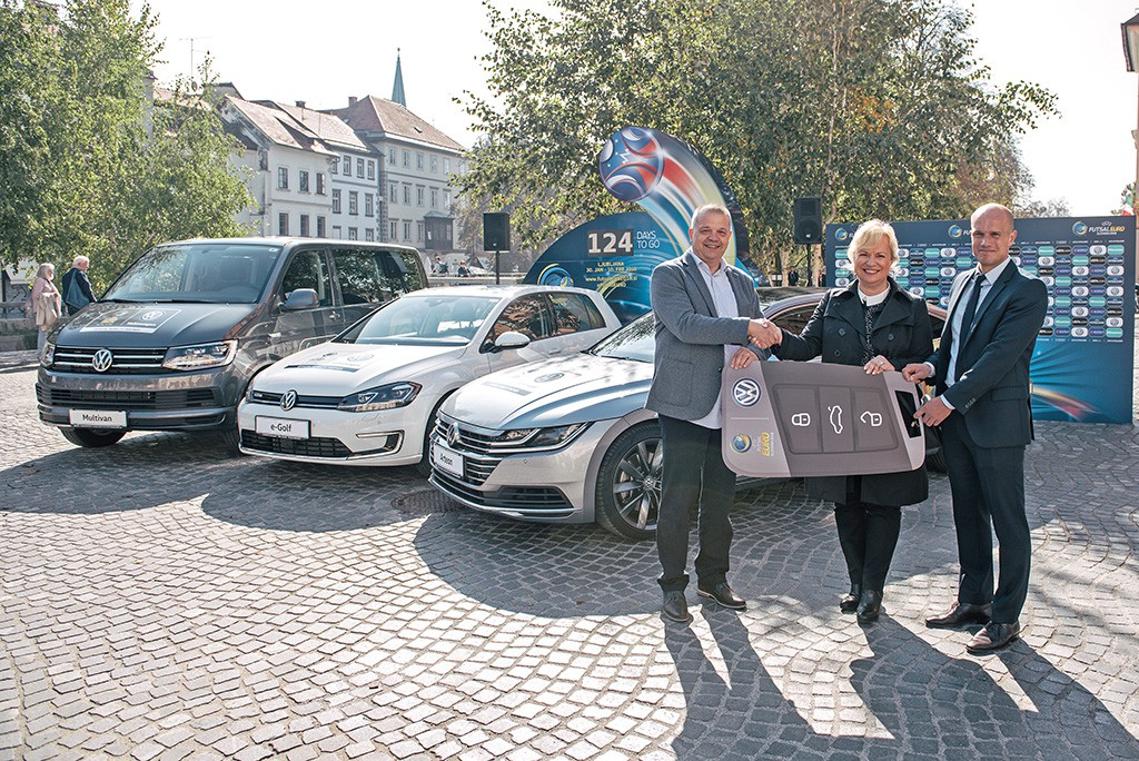 Volkswagen übergab 55 Fahrzeuge für UEFA Futsal EURO