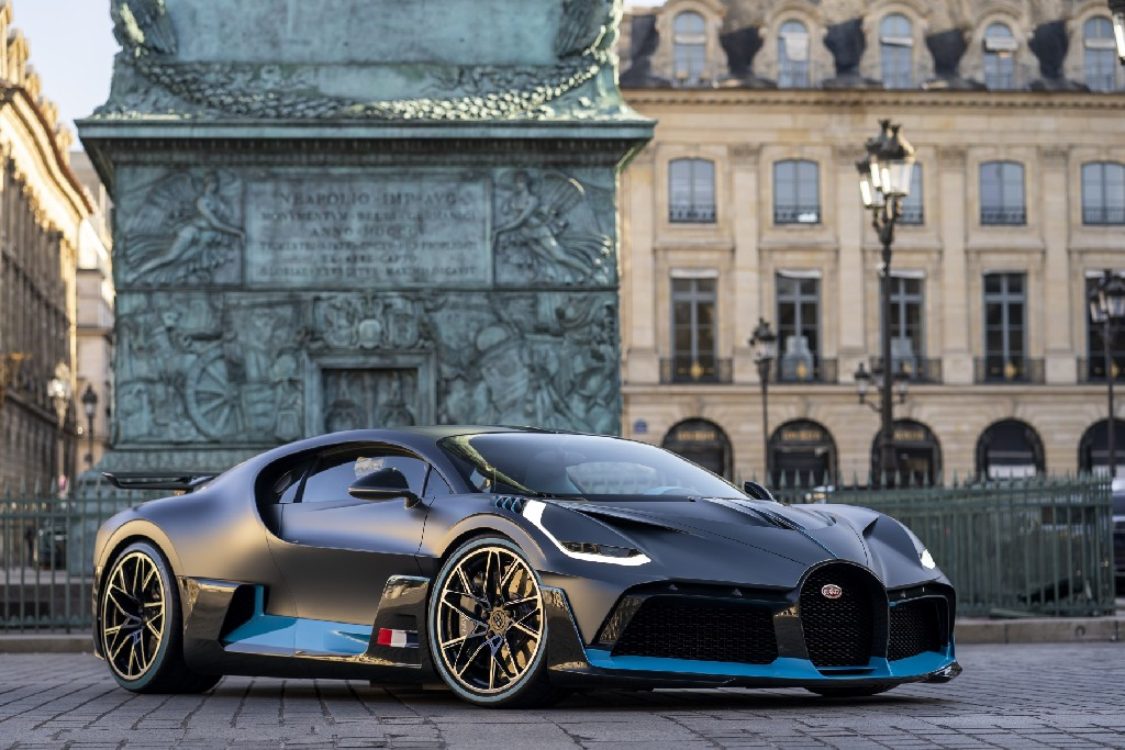 Bugatti feiert Europapremiere des Divo in Paris