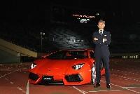 Spektakuläre Präsentation des Lamborghini Aventador LP 700-4 in Japan