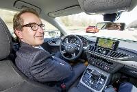 Bundesverkehrsminister Dobrindt testet pilotiert fahrenden Audi