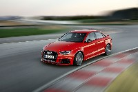 Pole Position im Kompakt-Segment: Die Audi RS 3 Limousine