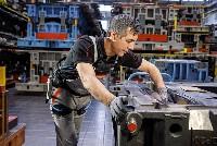 Rückenschonend arbeiten mit dem Exoskelett von Audi