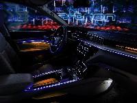 Audi e-tron-Prototyp allein auf der großen Bühne