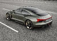 Neuer Star in der Filmmetropole - der Audi e-tron GT concept