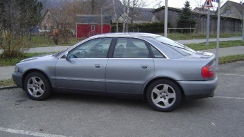 squatsch -Audi A4 Limousine