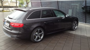 -Audi S4 Avant