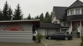 -Audi A8