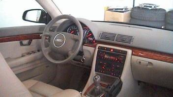 fischi -Audi A4 Limousine