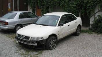 Whitearrow -Audi A4 Limousine