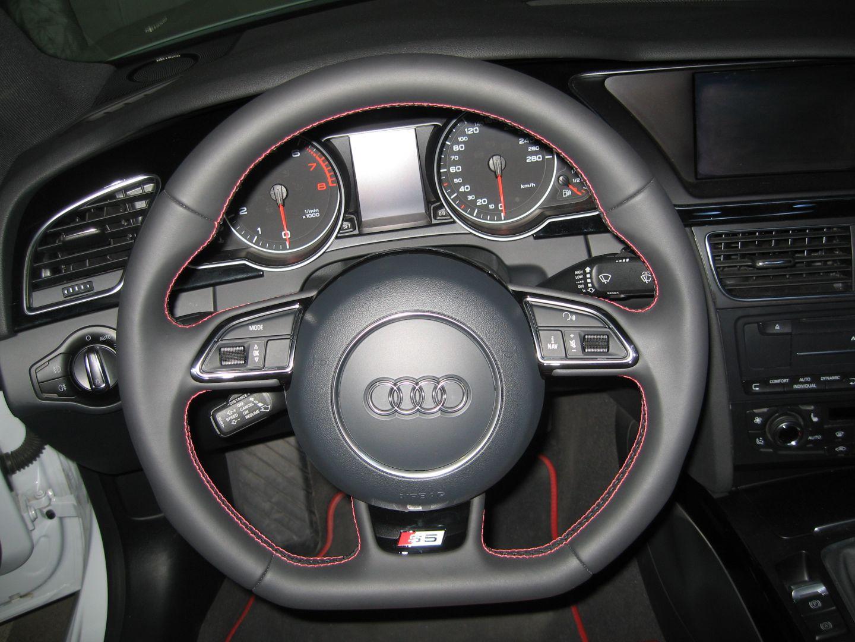 audi s5 facelift lenkrad mit roten n hten eingebaut. Black Bedroom Furniture Sets. Home Design Ideas