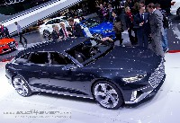 Audi Avant Prologue im Detail mit einer Fahraufnahme