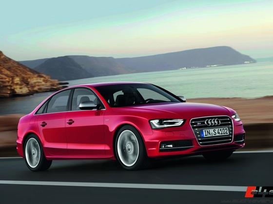 Audi S4 /Fahraufnahme